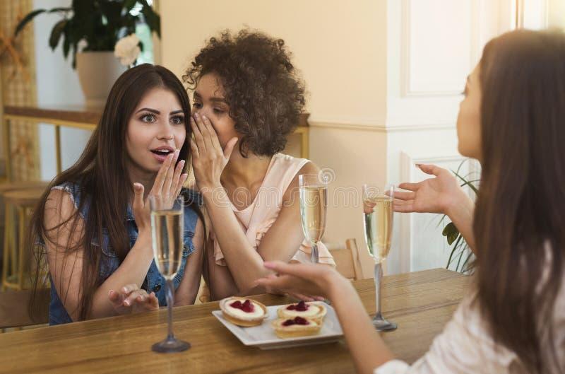 Rencontrez les filles sur réseaux avez